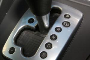Bei einem Automatikgetriebe ist das manuelle Einlegen der Gänge nicht nötig.