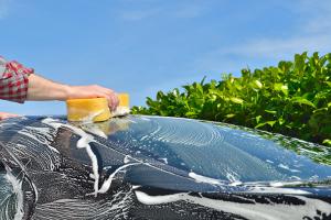 Eine regelmäßige Autowäsche ist für jedes Kfz sinnvoll.