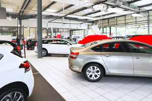 Zu einer Fahrzeugaufbereitung gehört auch der Technikcheck.