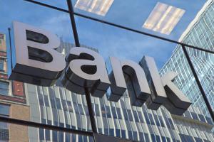 Die Fahrzeugfinanzierung kann per Kredit bei einer Bank gestemmt werden.