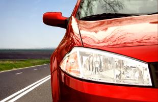 Mit einer Lackaufbereitung kehrt der Glanz Ihres Fahrzeugs zurück.