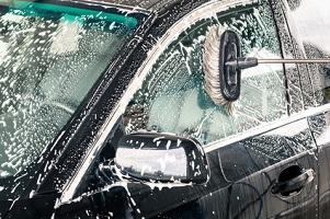 Eine gründliche Reinigung ist unverzichtbar, wenn Sie ein Auto gewinnbringend verkaufen möchten.