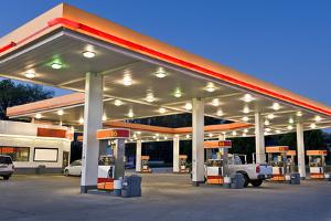 Wenn Sie im SB-Bereich Ihr Auto waschen wollen, können Sie eine Tankstelle aufsuchen.