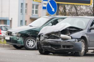Einen Unfallwagen zu verkaufen ist sowohl privat als auch an einen Händler möglich.