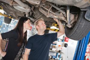 Für die Wagenpflege ist es von Vorteil, wenn Sie Unfallschäden zeitnah reparieren lassen.