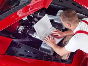Der Wert von einem Gebrauchtwagen kann durch einen Gutachter bestimmt werden.