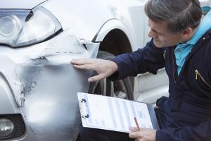 Der Wertverlust vom Gebrauchtwagen kann per Gutachten ermittelt werden.
